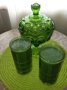 green-smoothie-with-vintage-covered-dish